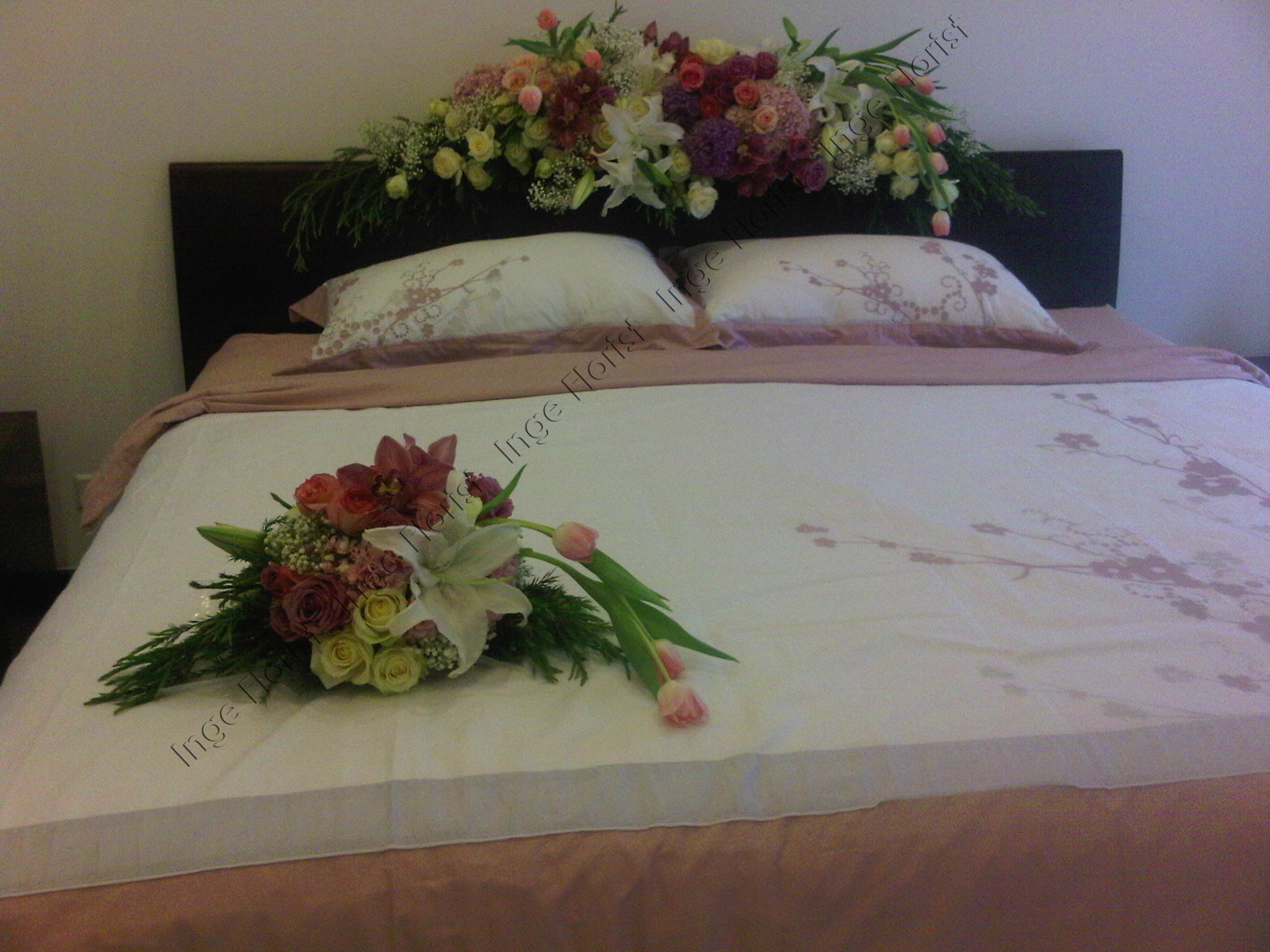 Kamar Pengantin Inge Florist Wedding Decoration Dekorasi Pernikahan Pernikahan Dekorasi Perkawinan Holy Matrimony Dekorasi Gereja Dekorasi Dekorasi Ulang Tahun Rangkaian Bunga Bunga